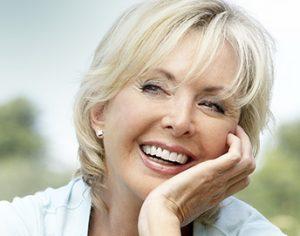 улыбающая женщина