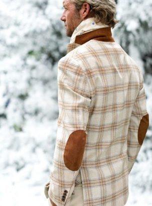 мужской пиджак с заплатками на локтях
