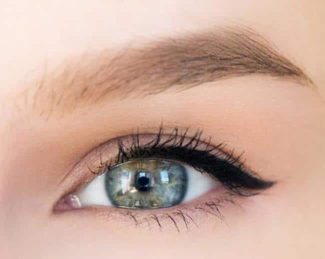 Половинчатая стрелка для макияжа глаз