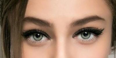 Макияж глаз с широкой и длинной стрелкой